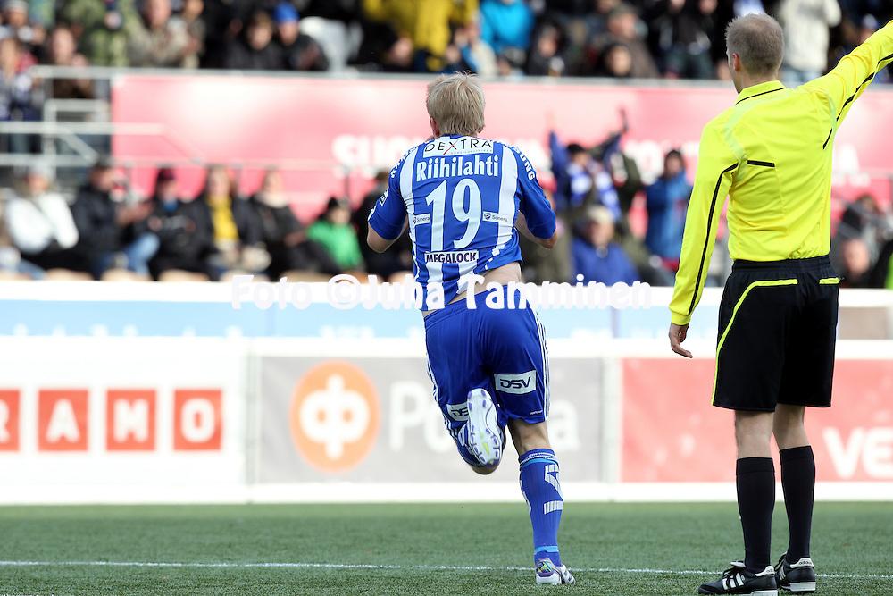 29.10.2011, Sonera stadion, Helsinki..Veikkausliiga 2011, FC HJK Helsinki - FC Haka Valkeakoski..Aki Riihilahti (HJK) tuulettaa avausmaalia..