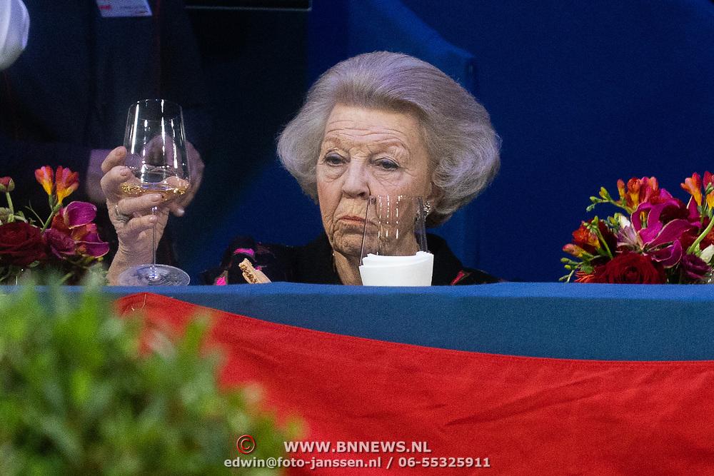 NLD/Amsterdam/20200126 - Jumping Amsterdam 2020, Prinses Beatrix met een glas wijn
