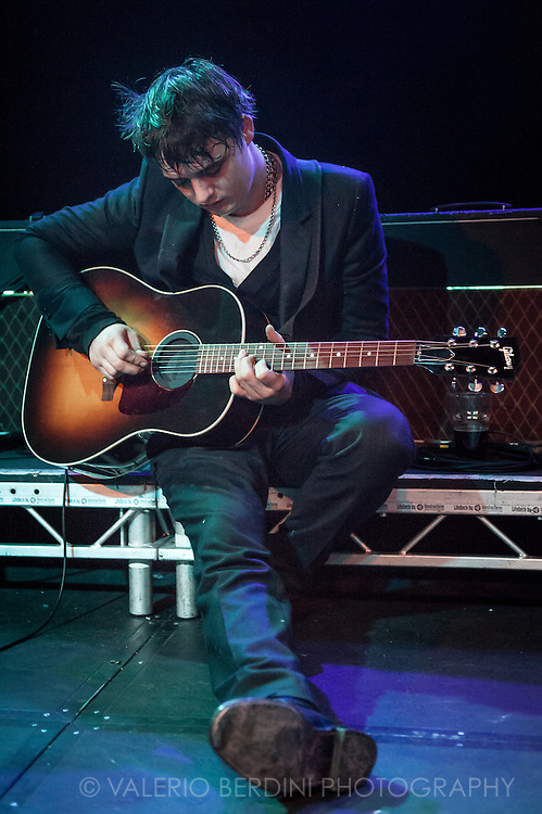 Pete Doherty solo show at the Cambridge Junction on 8 May 2011