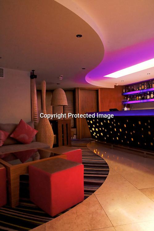 Luxe standardisé et emplacements magique, l'hôtel Adriana surplombe Hvar. Doté d'un spa ouvert toute l'année il profite d'une des plus belles vue de la ville depuis son bar au dernier étage. Le sunset y est incroyable !.