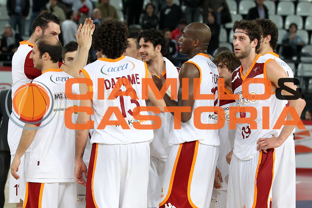 DESCRIZIONE : Roma Lega A 2010-11 Lottomatica Virtus Roma Pepsi Caserta<br /> GIOCATORE : Vladimir Dasic Ali Traore Luigi Datome Luca Vitali<br /> SQUADRA : Lottomatica Virtus Roma <br /> EVENTO : Campionato Lega A 2010-2011 <br /> GARA : Lottomatica Virtus Roma Pepsi Caserta<br /> DATA : 23/04/2011<br /> CATEGORIA : esultanza<br /> SPORT : Pallacanestro <br /> AUTORE : Agenzia Ciamillo-Castoria/ElioCastoria<br /> Galleria : Lega Basket A 2010-2011 <br /> Fotonotizia : Roma Lega A 2010-11 Lottomatica Virtus Roma Pepsi Caserta<br /> Predefinita :