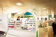 ROTTERDAM - Topman van de HEMA, Ronald van Zetten, tijdens de presentatie van de vernieuwde Hema in Rotterdamse Koopgoot. Het inrichting van meer dan 500 Hema winkels zijn vernieuwd. Daarnaast is het assortiment aangepast, met meer aandacht voor cadeauartikelen.  COPYRIGHT ROBIN UTRECHT