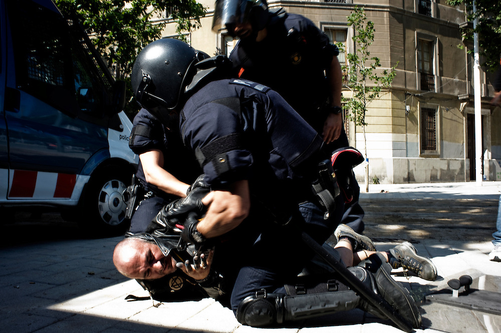 Barcelona 15/06/11. Mossos d'Esquadra arrest a pacifist demonstrator. Six demonstrators were arrested by mossos d'Esquadra, organized by Barcelona's indignant movement in front of the Catalan Parliament house,.