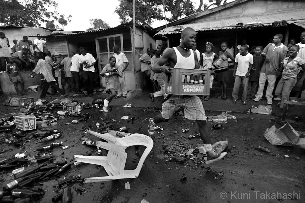 An angry mob loots a Nigerian-owned liquor store in Monrovia, April 27, 2008, after a drunken dispute between a Liberian man and a Nigerian. Income disparity and resentment toward immigrants who have found a way to prosper in the weak economy have stirred racial tensions in Liberia..
