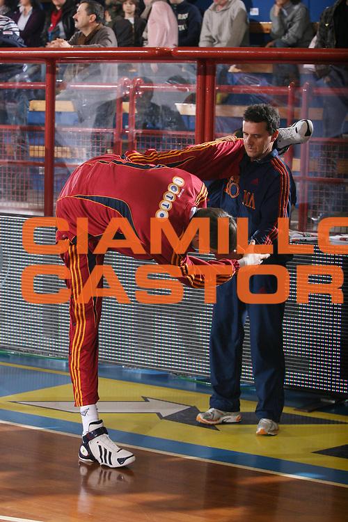DESCRIZIONE : Porto San Giorgio Lega A1 2007-08 Premiata Montegranaro Lottomatica Virtus Roma <br /> GIOCATORE : Gregor Fucka <br /> SQUADRA : Lottomatica Virtus Roma <br /> EVENTO : Campionato Lega A1 2007-2008 <br /> GARA : Premiata Montegranaro Lottomatica Virtus Roma <br /> DATA : 23/12/2007 <br /> CATEGORIA : Riscaldamento Before Curiosita  <br /> SPORT : Pallacanestro <br /> AUTORE : Agenzia Ciamillo-Castoria/G.Ciamillo