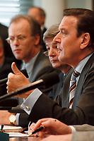 03.04.1999, Deutschland/Bonn:<br /> Rudolf Scharping, Bundesverteidigungsminister, Joschka Fischer, Bundesaußenminister, und Gerhard Schröder, Bundeskanzler, während einer Pressekonferenz zur aktuelle Lage im Kosovo-Konflikt, Bundes-Pressekonferenz, Bonn<br /> IMAGE: 19990403-02/01-29<br /> KEYWORDS: Gerhard Schroeder