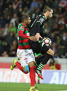 Maritimo´s player Raul Silva (L ) fights for the ball with Sporting's player Bas Dost   (R ) during Portuguese First League football match Maritimo vs Sporting held at Barreiros Stadium, Funchal, Portugal, 21 January, 2017.  EPA / GREGÓRIO CUNHA