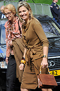 Prinses Maxima bezoekt de Show Band Hoorn. De showband is opgericht in 2011 om basisschoolleerlingen kennis te laten maken met muziek. De band werd hierbij ge&iuml;nspireerd door M&aacute;xima, tijdens het programma Kinderen Maken Muziek, ter gelegenheid van haar veertigste verjaardag. <br /> <br /> Princess Maxima visits the Show Band Horn. The show band was founded in 2011 to make do with music. Elementary school students learn The band was inspired by this M&aacute;xima, during the program Children Making Music on the occasion of its fortieth anniversary.<br /> <br /> Op de foto / On the photo:  Aankomst Prinses Maxima / Arrival Princess Maxima