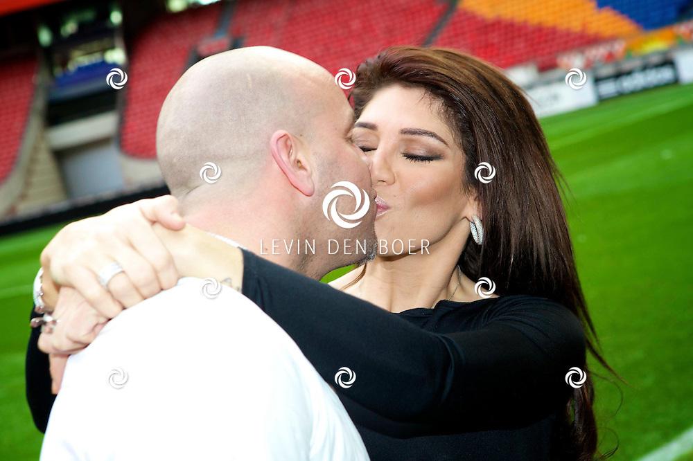 AMSTERDAM ARENA - In het voetbalstadion van Ajax de Amsterdam ArenA is de persconferentie gehouden van een nieuwe reallife soap. Met hier op de foto  Andy van der Meyden met zijn vrouw Melisa Schaufeli. FOTO LEVIN DEN BOER - PERSFOTO.NU
