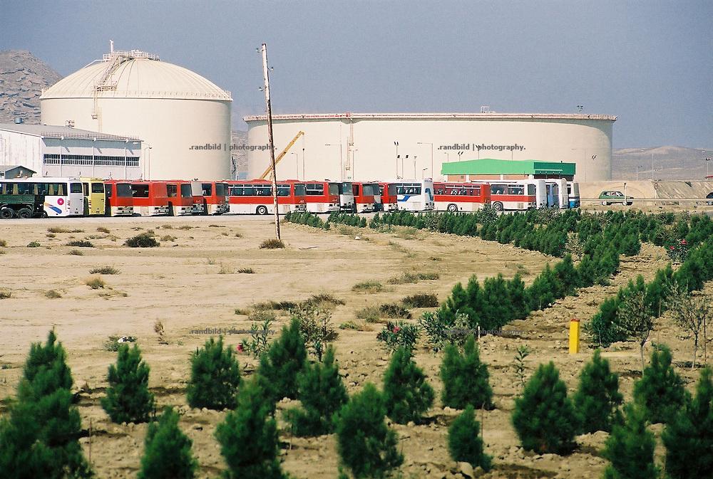Der grosse Ölterminal Sangachal südlich von Baku. Hier beginnt die neue BTC Pipeline...Sangachal Terminal near Baku. Here starts the BTC Pipeline to Ceyhan in Turkey.