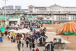 © Licensed to London News Pictures. 03/11/2019. Brighton, UK. Members of the public take advantage of the milder weather  and head out to the beach in Brighton and Hove. Photo credit: Hugo Michiels/LNP
