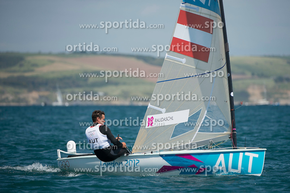 28.07.2012, Bucht von Weymouth, GBR, Olympia 2012, Segeln, im Bild Finn AUT, Raudaschl Florian // during Sailing, at the 2012 Summer Olympics at Bay of Weymouth, United Kingdom on 2012/07/28 . EXPA Pictures © 2012, PhotoCredit: EXPA/ Juerg Kaufmann ***** ATTENTION for AUT, CRO, GER, FIN, NOR, NED, POL and SWE ONLY!
