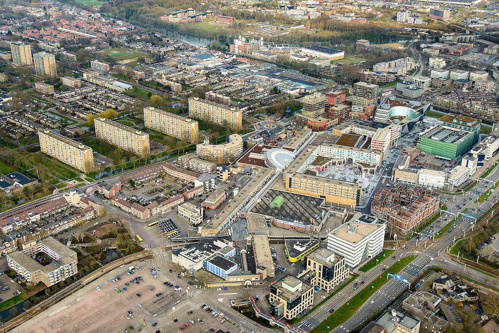 Nederland, Utrecht, Nieuwegein, 01-04-2016; Stadscentrum Nieuwegein met (deels overdekt) winkelcentrum City Plaza. Gemeentehuis.<br /> Newly developed city with shopping mall.<br /> luchtfoto (toeslag op standard tarieven);<br /> aerial photo (additional fee required);<br /> copyright foto/photo Siebe Swart