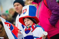 28.12.2017, Hochstein, Lienz, AUT, FIS Weltcup Ski Alpin, Lienz, Slalom, Damen, 2. Lauf, im Bild Junger Fan mit Slowakischer Flagge // Fan with an Slovakian Flag during the ladie's Slalom of FIS ski alpine world cup at the Hochstein in Lienz, Austria on 2017/12/28. EXPA Pictures © 2017, PhotoCredit: EXPA/ Michael Gruber