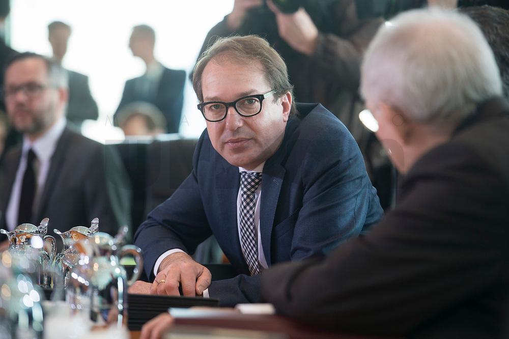 17 FEB 2016, BERLIN/GERMANY:<br /> Alexander Dobrindt, CSU, Bundesverkehrsminister, vor Beginn der Kabinettsitzung, Bundeskanzleramt<br /> IMAGE: 20160217-01-012<br /> KEYWORDS: Kabinett, Sitzung