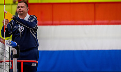 25-09-2016 NED: EK Kwalificatie Nederland - Turkije, Koog aan de Zaan<br /> Nederland plaatst zich voor het EK in Polen door Turkije met 3-1 te verslaan / Gele kaart, arbitrage, scheidsrechter, item