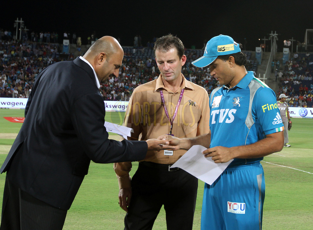 Pune Warriors captain Saurav Ganguly during the toss of match 70 of the Indian Premier League ( IPL) 2012  between The Pune Warriors India and the Kolkata Knight Riders held at the Subrata Roy Sahara Stadium, Pune on the 19th May 2012..Photo by Vipin Pawar/IPL/SPORTZPICS