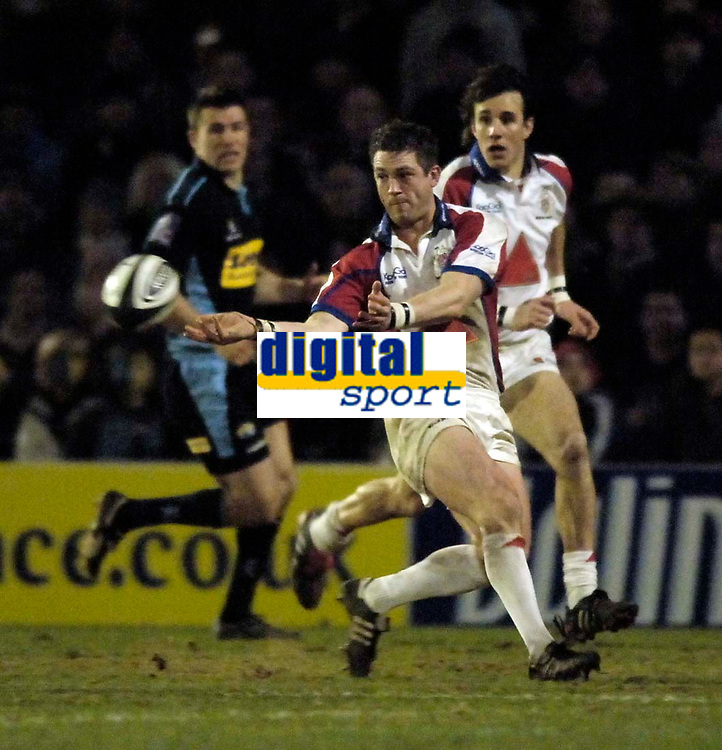 Photo: Jed Wee.<br /> Leeds Tykes v Bristol Rugby. Guinness Premiership. 10/02/2006.<br /> <br /> Bristol's Sam Cox orchestrates an attack.