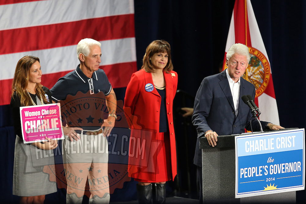 Former President Bill Clinton, far right, with Florida Democratic gubernatorial candidate Charlie Crist, second from left, Carole Crist, left, and running mate Annette Taddeo, second from right, attend a campaign event on Monday, Nov. 3, 2014, in Orlando, Fla. Crist, a former Florida Republican governor, is running against Republican Florida Gov. Rick Scott.  (AP Photo/Alex Menendez)
