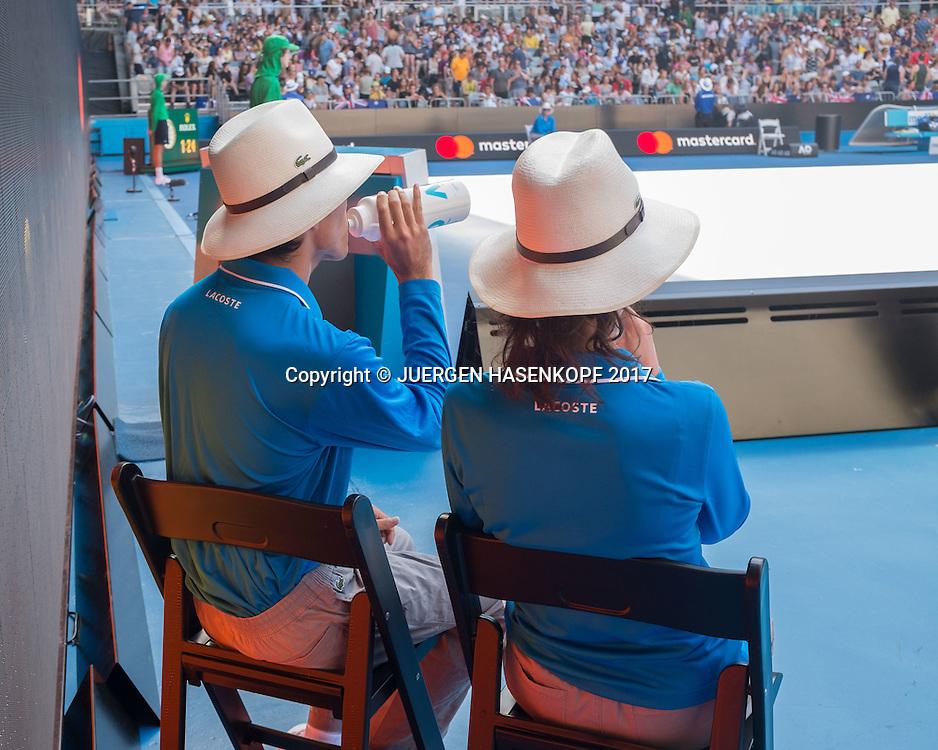 FEATURE,Linienrichter sitzen im Schatten waehrend der Spielpause,<br /> <br /> Australian Open 2017 -  Melbourne  Park - Melbourne - Victoria - Australia  - 16/01/2017.