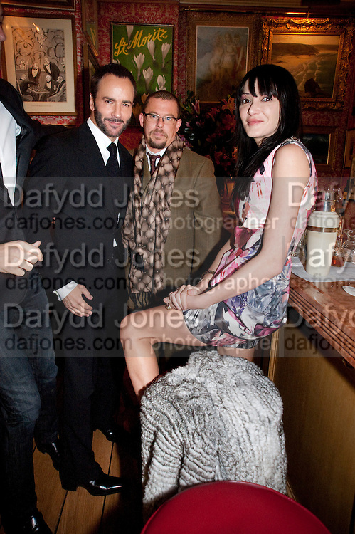 TOM FORD; ALEXANDER MCQUEEN;ANNABEL ROTHSCHILD, Graydon Carter hosts a diner for Tom Ford to celebrate the London premiere of ' A Single Man' Harry's Bar. South Audley St. London. 1 February 2010<br /> TOM FORD; ALEXANDER MCQUEEN;ANNABEL ROTHSCHILD, Graydon Carter hosts a diner for Tom Ford to celebrate the London premiere of ' A Single Man' Harry's Bar. South Audley St. London. 1 February 2010 *** Local Caption *** -DO NOT ARCHIVE-© Copyright Photograph by Dafydd Jones. 248 Clapham Rd. London SW9 0PZ. Tel 0207 820 0771. www.dafjones.com.