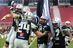 23.07.2016, Woertersee Stadion, Klagenfurt, AUT, AFL, Austrian Bowl XXXII, Swarco Raiders Tirol vs Projekt Spielberg Graz Giants, im Bild Einmarsch der Raiders // during the Austrian Football League Austrian Bowl XXXII game between Swarco Raiders Tirol vs Swarco Raiders Tyrol at the Woertersee Stadion, Klagenfurt, Austria on 2016/07/23. EXPA Pictures © 2016, PhotoCredit: EXPA/ Thomas Haumer