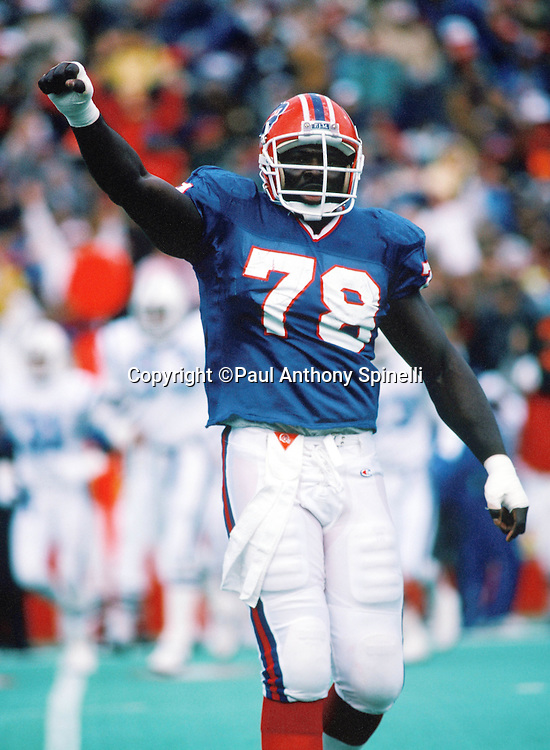 Buffalo Bills defensive end Bruce Smith raises his fist in celebration during the NFL football game against the Indianapolis Colts on Nov. 12, 1989 in Orchard Park, N.Y. The Bills won the game 30-7. (©Paul Anthony Spinelli)