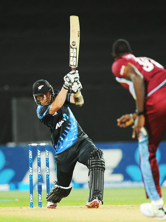 New Zealand's Luke Ronchi bats against West Indies in the second T20 International cricket match, Westpac Stadium, Wellington, New Zealand, Wednesday, January 15, 2014. Credit:SNPA / Ross Setford
