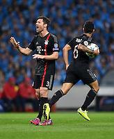 FUSSBALL  CHAMPIONS LEAGUE  SAISON 2014/2015  VIERTELFINALE HINSPIEL FC Porto - FC Bayern Muenchen                    15.03.2015 Xabi Alonso (li) und Thiago Alcantara (re, beide FC Bayern Muenchen) freuen sich nach dem Anschlusstreffer zum  2:1