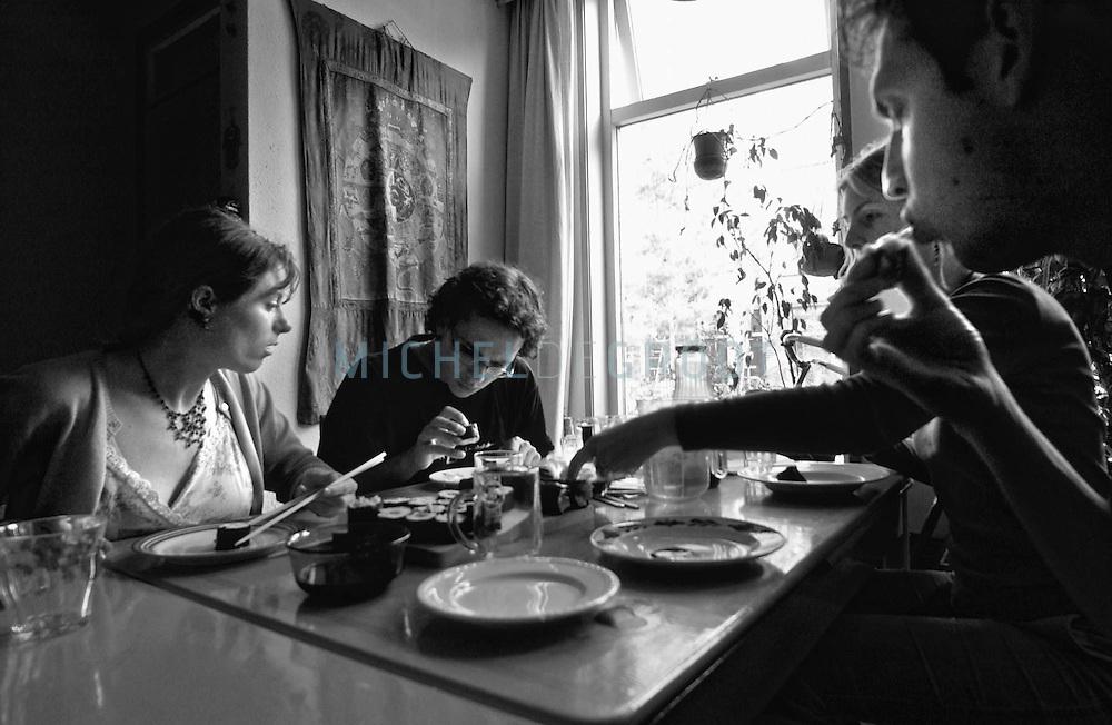 Studenten Leentje Haaksma, Jaap van Netten, Hinke Drijver en Luud van de Molen wonen in een vegetarische woongroep.