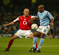 Fotball<br /> Foto: SBI/Digitalsport<br /> NORWAY ONLY<br /> <br /> Manchester City v Arsenal<br /> <br /> Carling Cup Rd3.<br /> <br /> 27/10/2004.<br /> <br /> Man City's Trevor Sinclair and Arsenal's Pascal Cygan