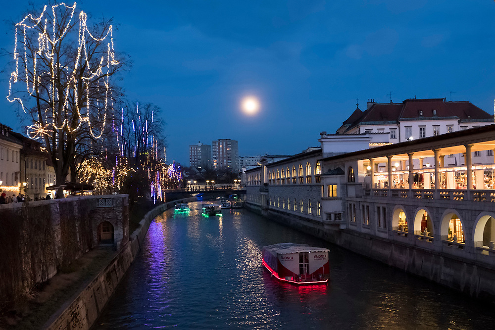 LJUBLJANA, SLOVENIA - DECEMBER 02:  The supermoon shines over a tourist boat that cruises along the Ljubljanica River on December 2, 2017 in Ljubljana, Slovenia. The traditional Christmas market and lights will stay until 1st week of January 2018.  (Photo by Marco Secchi/Getty Images)