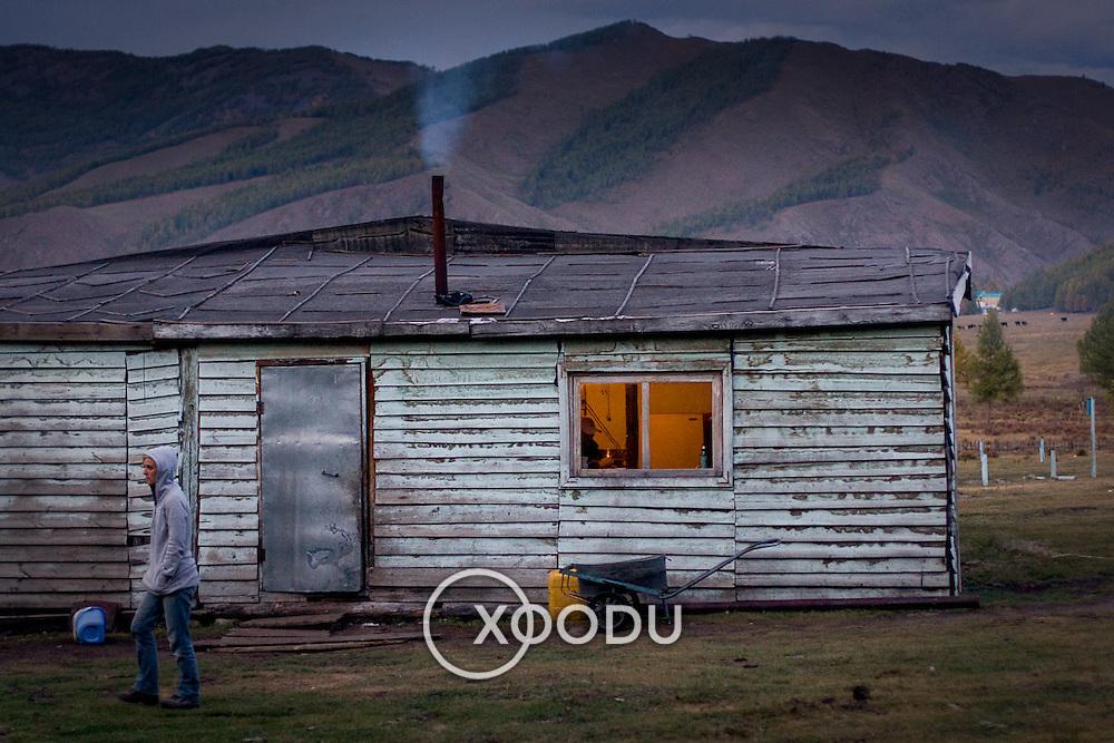 Battered old woden cabin in Mongolian countryside (Gorkhi-Terelj national park, Mongolia - Sep. 2008) (Image ID: 080916-1908561a)