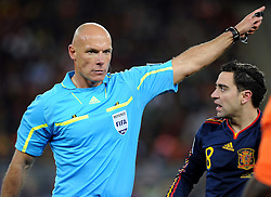 11.07.2010, Soccer-City-Stadion, Johannesburg, RSA, FIFA WM 2010, Finale, Niederlande (NED) vs Spanien (ESP) im Bild  Schiedsrichter Howard Webb (ENG), EXPA Pictures © 2010, PhotoCredit: EXPA/ InsideFoto/ Perottino *** ATTENTION *** FOR AUSTRIA AND SLOVENIA USE ONLY! / SPORTIDA PHOTO AGENCY
