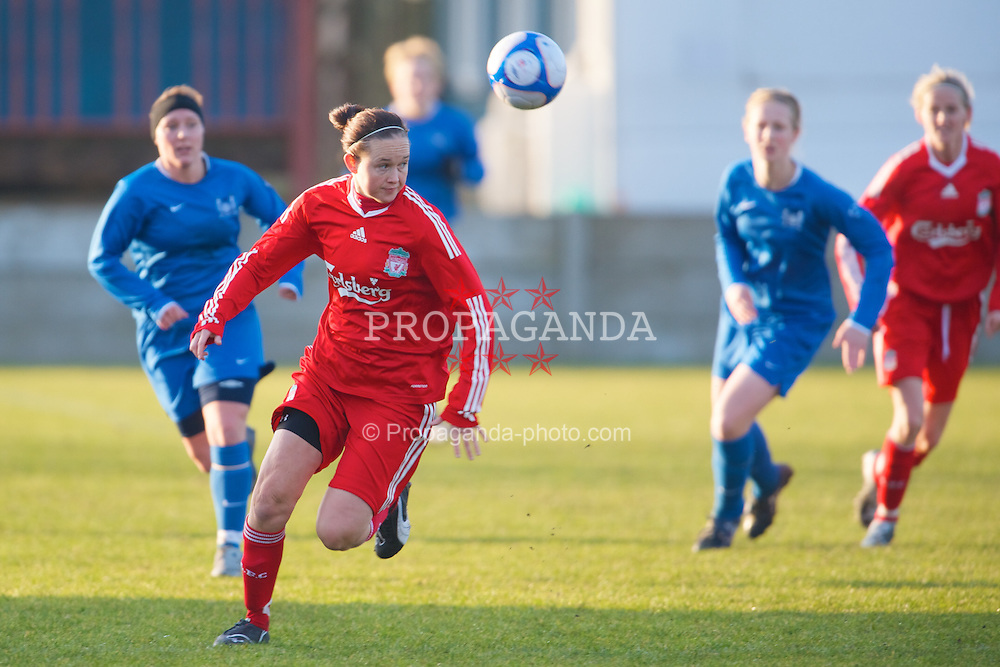 SKELMERSDALE, ENGLAND - Sunday, December 14, 2008: Liverpool's Cheryl Foster in action against Birmingham City during the Women's FA Premier League match at the Ashley Travel Stadium. (Photo by David Rawcliffe/Propaganda)