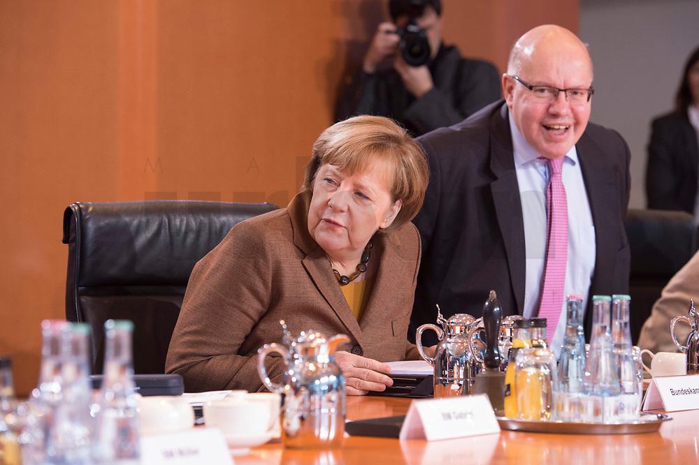 10 JAN 2018, BERLIN/GERMANY:<br /> Angela Merkel (L), CDU, Bundeskanzlerin, und Peter Altmeier (R), CDU, Kanzleramtsminister, vor Beginn der Kabinettsitzung, Bundeskanzleramt<br /> IMAGE: 20180110-01-015<br /> KEYWORDS: Kabinett, Sitzung