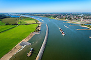 Nederland, Gelderland, Tiel, 30-09-2015; rivier de Waal, aanleg langsdammen en kribverlaging. Door de Ruimte voor de Rivier-maatregelen wordt het water bij hoogwater sneller afgevoerd. <br /> The groynes are decreased in height and  longitudinal dams are build. This Room for the River program allows for high waters to be drained more quiclky.<br /> <br /> luchtfoto (toeslag op standard tarieven);<br /> aerial photo (additional fee required);<br /> copyright foto/photo Siebe Swart