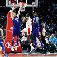 09 December 2017: Washington Wizards center Ian Mahinmi (28) goes past LA Clippers forward Danilo Gallinari (8) and LA Clippers forward Montrezl Harrell (5) during the LA Clippers 113-112 victory over the Washington Wizards, at the Staples Center, Los Angeles, California, USA.