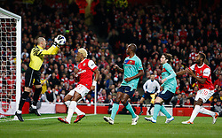 16.02.2011, Emirates Stadium, London, ENG, UEFA CL, FC Arsenal vs FC Barcelona, im Bild Barcelona's Victor Valdes (2? vice-captain) saves ahead of Arsenal's Alexandre Song   in Arsenal vs Barcelona for the UCL  ,Round of last 16, at the Emirates Stadium in London on 16/02/2011, EXPA Pictures © 2011, PhotoCredit: EXPA/ IPS/ Kieran Galvin +++++ ATTENTION - OUT OF ENGLAND/GBR and France/ FRA +++++