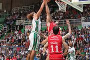 DESCRIZIONE : Siena Lega A 2009-10 Playoff Finale Gara 1 Montepaschi Siena Armani Jeans Milano<br /> GIOCATORE : Shaun Stonerook Richerd Mason Rocca<br /> SQUADRA : Montepaschi Siena Armani Jeans Milano<br /> EVENTO : Campionato Lega A 2009-2010 <br /> GARA : Montepaschi Siena Armani Jeans Milano<br /> DATA : 13/06/2010<br /> CATEGORIA : rimbalzo<br /> SPORT : Pallacanestro <br /> AUTORE : Agenzia Ciamillo-Castoria/ElioCastoria<br /> Galleria : Lega Basket A 2009-2010 <br /> Fotonotizia : Siena Lega A 2009-10 Playoff Finale Gara 1  Montepaschi Siena Armani Jeans Milano<br /> Predefinita :