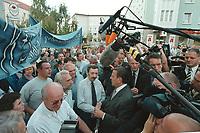 23 AUG 2000, NORDHAUSEN/GERMANY:<br /> Gerhard Schroeder, SPD, Bundeskanzler, spricht mit Arbeitern der DEUSA Stahlwerke und Aufbereitungs GmbH die vor dem Rathaus fuer den Erhalt ihrer Arbeitsplätze demonstrieren, Sommerreise des Kanzlers durch die Ostdeutschen Bundeslaender<br /> IMAGE: 20000823-01/02-02<br /> KEYWORDS: Worker, Demo, Demonstration, Demonstrant, demonstrator, Gerhard Schröder