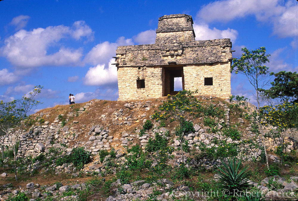 MEXICO, MAYAN CULTURE, YUCATAN PENINSULA Dzilbilchaltun site, used from 1500BC to 1500AD; Temple of the Seven Dolls