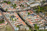 Nederland, Zuid-Holland, Leiden, 09-04-2014; centrum Leiden met in het mudden water Rapenburg en Kamerlingh Onnesgebouw. Onder in beeld vlnr Kaiserstraat, Vliet en Douzastraat.<br /> Old town and heart of the city of Leiden with canals. University buildings.<br /> luchtfoto (toeslag op standard tarieven);<br /> aerial photo (additional fee required);<br /> copyright foto/photo Siebe Swart