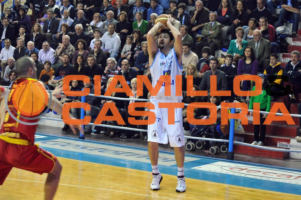DESCRIZIONE : Cremona Lega A2 2008-2009 Final Four Coppa Italia Prima Veroli Vanoli Soresina<br /> GIOCATORE : Silvio Gigena<br /> SQUADRA : Vanoli Soresina<br /> EVENTO : Campionato Lega A2 2008-2009<br /> GARA : Prima Veroli Vanoli Soresina<br /> DATA : 01/03/2009<br /> CATEGORIA : Tiro Three Points<br /> SPORT : Pallacanestro<br /> AUTORE : Agenzia Ciamillo-Castoria/M.Gregolin