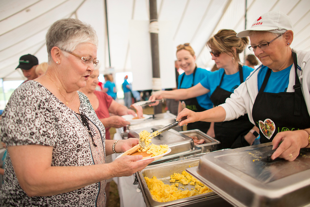 Dianne Deroo of Tillsonburg gets a serving of eggs during the Breakfast on the Farm event near Shedden, Ontario, Saturday, June 24, 2017.<br /> Farmers Forum/ Geoff Robins