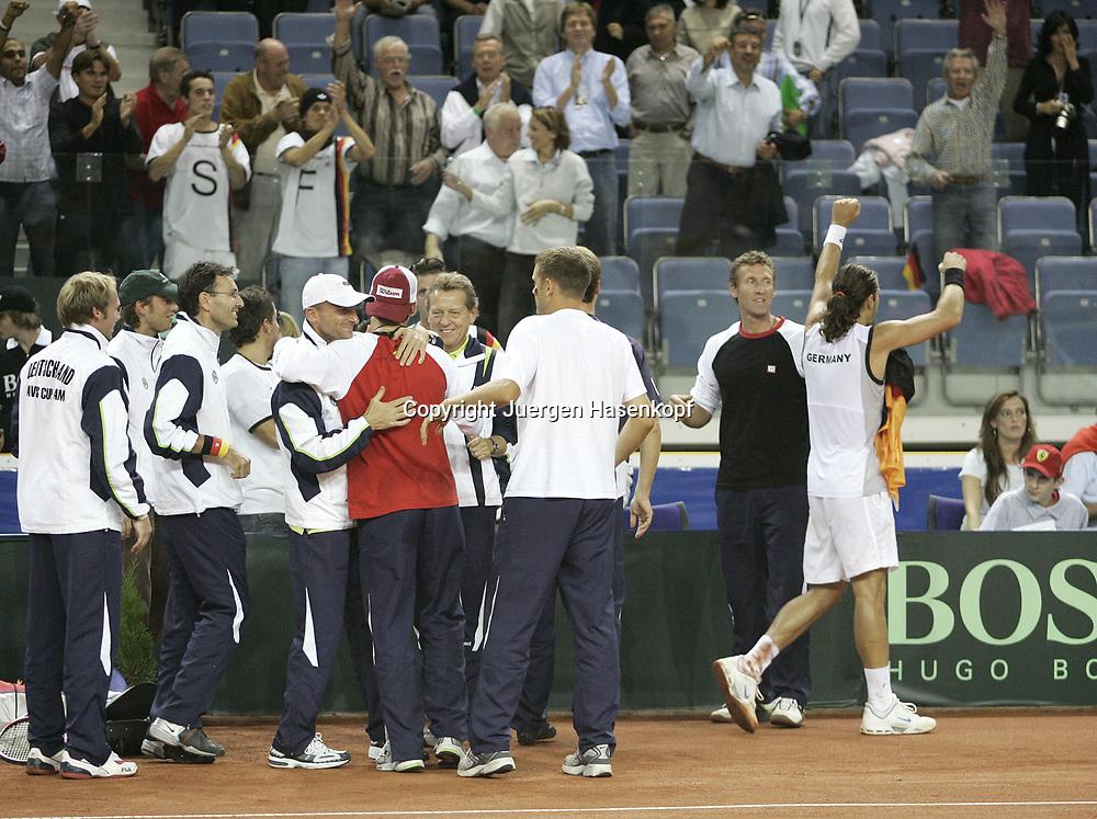 Sport, Tennis, Ausland, Davis Cup Begegnung  Tschechien gegen  Deutschland in der Tipsport Arena in Liberec, Tommy Haas (GER) bedankt sich bei den Fans fuer die Unterstuetzung, 25.09.2005.
