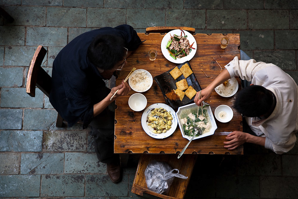 Diners eat stinky tofu in a restaurant in Kunming, the capital of Yunnan province.