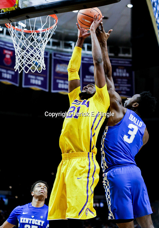 Jan 3, 2018; Baton Rouge, LA, USA; LSU Tigers forward Aaron Epps (21) rebounds and dunks over Kentucky Wildcats guard Hamidou Diallo (3) during the second half at the Pete Maravich Assembly Center. Kentucky defeated LSU 74-71.  Mandatory Credit: Derick E. Hingle-USA TODAY Sports