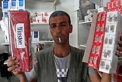 31.05.2015, Rafah, PSE, Tabakverkauf in Palästina, im Bild ein Palästinenser verkauft Zigaretten, teilweise selbst hergestellt. // A Palestinian vendor sells cigarettes in the southern Gaza Strip. Smuggling through tunnels began several months after Islamic Hamas movement's control of the Gaza Strip and the Israeli blockade. This business flourished after the ouster of Egyptian President Hosni Mubarak in 2011, but declined since Egyptian President Mohamed Morsi was ousted and detained. Since then, 90 percent of the tunnels underneath the borders were destroyed, announced by Egyptian army and Hamas. A senior official in the Gaza ministry of finance said that the government in Gaza increased the taxes on smuggled cigarettes from Egypt as well as the cigarettes coming through Israel to help getting out of a financial crisis, Palestine on 2015/05/31. EXPA Pictures © 2015, PhotoCredit: EXPA/ APAimages/ Abed Rahim Khatib<br /> <br /> *****ATTENTION - for AUT, GER, SUI, ITA, POL, CRO, SRB only*****