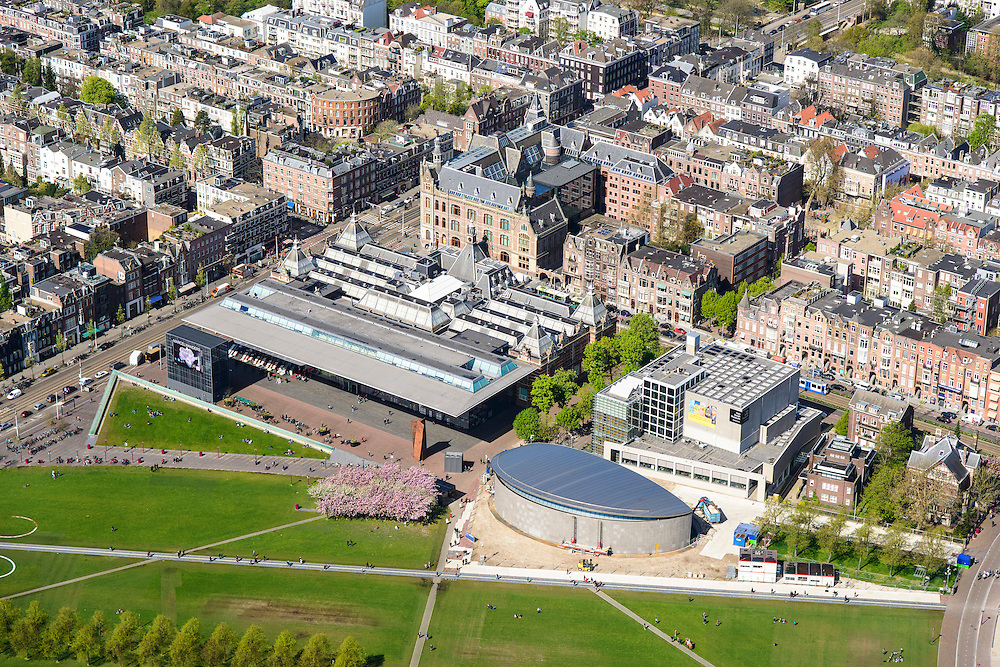 Nederland, Noord-Holland, Amsterdam, 09-04-2014; Links de Van Baerlestraat met trambaan. Museumplein met Stedelijk Museum en rechts Van Gogh Museum.<br /> View on the Museumplein. Left  the Stedelijk Museum, Van Goghmuseum and the rear side of the Rijksmuseum.<br /> luchtfoto (toeslag op standard tarieven);<br /> aerial photo (additional fee required);<br /> copyright foto/photo Siebe Swart